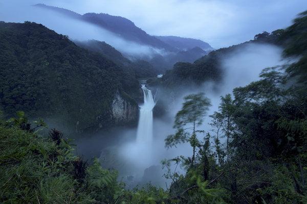 Thác nước San Rafael là thác nước lớn nhất ở Ecuador ẩn hiện trong màn mây.