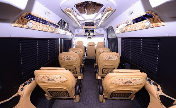 review-moi-nhat-ve-xe-thanh-buoi-limousine-4