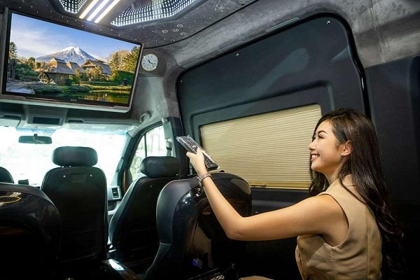 review-moi-nhat-ve-xe-thanh-buoi-limousine-1